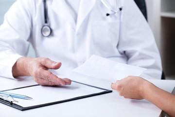 характеристика угроз жизни и здоровью медицинских работников