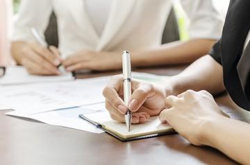 Как исправить (признать недействительной) запись об увольнении в трудовой книжке работника