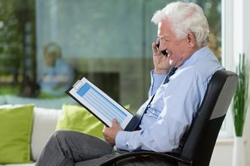 Увольнение пенсионера компенсация или удержание