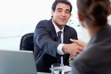 За какое время нужно уведомлять работника о переводе к другому работодателю